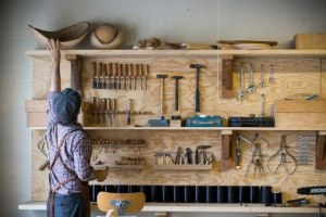 Woodworking Workshop. http://www.woodindesign.com/2011/12/07/accessories-blackcreek-merchantile-trading-co/