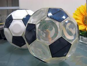 Play soccer with photovoltaic style (source: http://www.greenmuze.com/climate/energy/2762-solar-powered-football-.html)